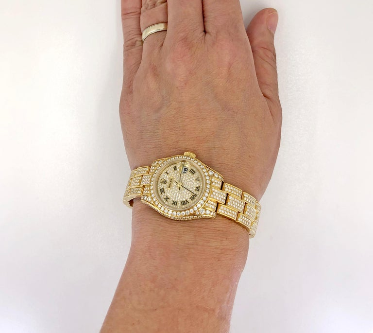 Rolex Lady Datejust 26mm Diamond Oyster Watch in 18k Yellow Gold. Circular-cut diamonds, gold (European marks), automatic movement, case width 2.7 cm, inner circumference 16.0 cm, signed Rolex, numbered. Ref # 179458; Band Ref # 74138 (13mm) Signed