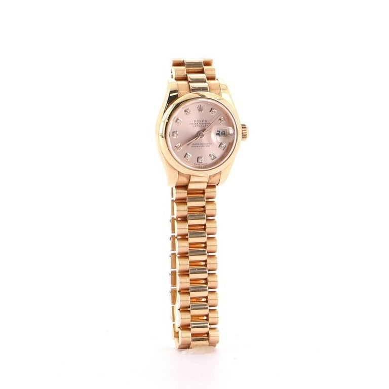 Condition: Good. Moderate scratches on exterior and in interior, wear in interior buckle, peeling, marks and discoloration on case back. Accessories: No Accessories Measurements: Case Size/Width: 26mm, Watch Height: 11mm, Band Width: 12mm, Wrist
