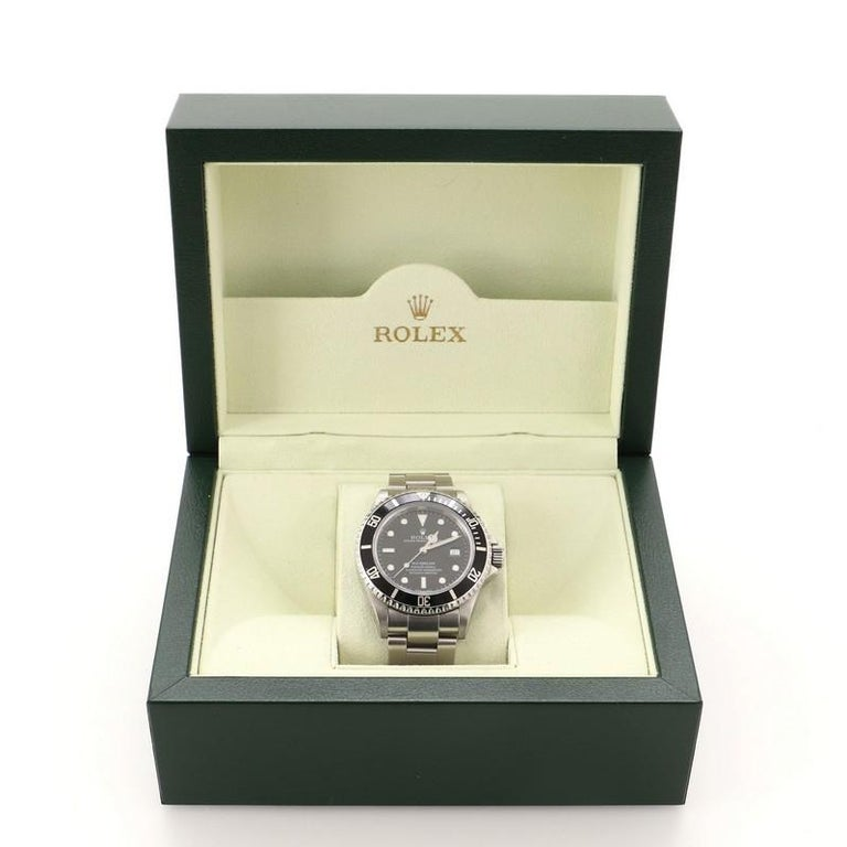 Condition: Great. Minor scratches and wear throughout. Accessories: Box Measurements: Case Size/Width: 40mm, Watch Height: 15mm, Band Width: 20mm, Wrist circumference: 6