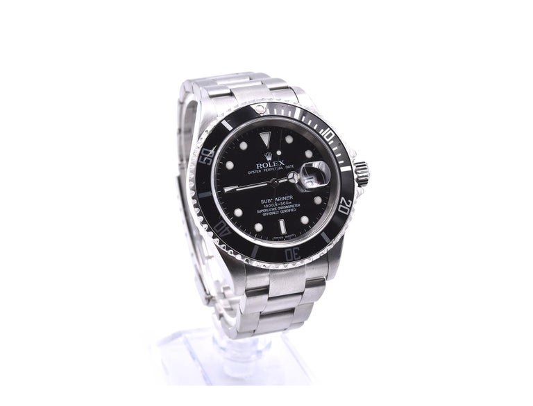 Movement: automatic Function: hours, minutes, seconds, date Case: round 40mm stainless steel case, stainless steel black uni-directional dive bezel, screw-down crown, scratch resistant sapphire crystal, waterproof to 300 meters Band: stainless steel
