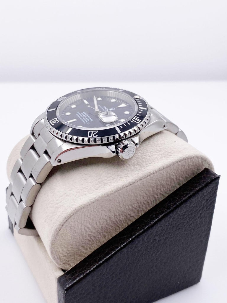 Rolex Submariner 16610 Black Date Stainless Steel Mint In Excellent Condition For Sale In San Diego, CA
