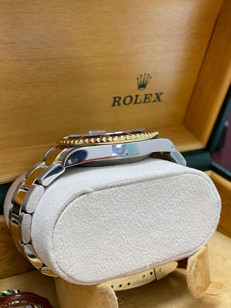 Rolex Submariner 16613 Blue Dial 18 Karat Gold and Stainless Steel Box Papers For Sale 4