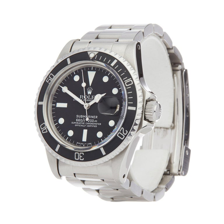 Xupes Reference: COM002595 Manufacturer: Rolex Model: Submariner Model Variant: 0 Model Number: 1680 Age: 1979 Gender: Men Complete With: Rolex Box, Manuals, Booklet, Card Holder & Swing Tags  Dial: Black Baton Glass: Plexiglass Case Material: