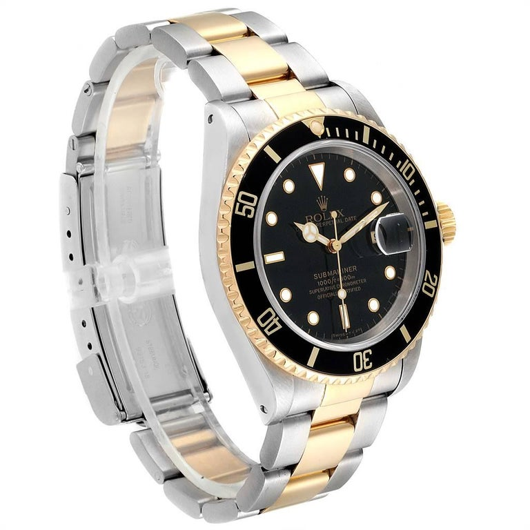 Rolex Submariner Black Dial Bezel Steel Yellow Gold Men's Watch 16613 In Excellent Condition For Sale In Atlanta, GA