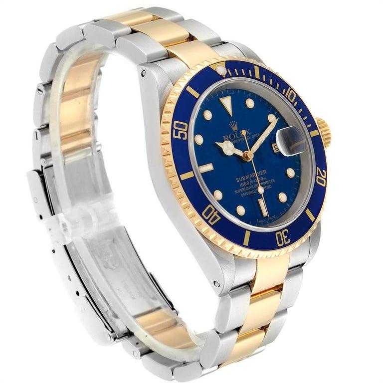 Rolex Submariner Blue Dial Bezel Steel Yellow Gold Men's Watch 16613 In Excellent Condition For Sale In Atlanta, GA