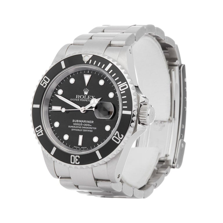 Xupes Reference: W007601 Manufacturer: Rolex Model: Submariner Model Variant: Date Model Number: 16610 Age: 30-06-2001 Gender: Men Complete With: Rolex Box, Manuals, Guarantee, Calendar Card, Card Holder & Swing Tag Dial: Black Other Glass: Sapphire