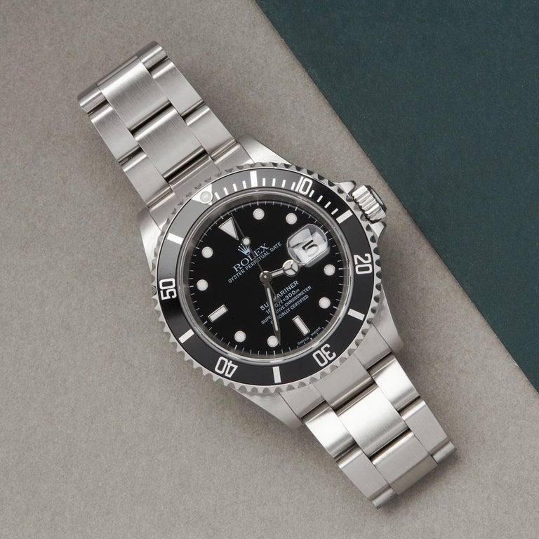 Xupes Reference: W007670 Manufacturer: Rolex Model: Submariner Model Variant: Date Model Number: 16610 Age: 2004 Gender: Men Complete With: Rolex Box, Manuals, Card Holder & Swing Tag  Dial: Black Other Glass: Sapphire Crystal Case Size: 40mm Case