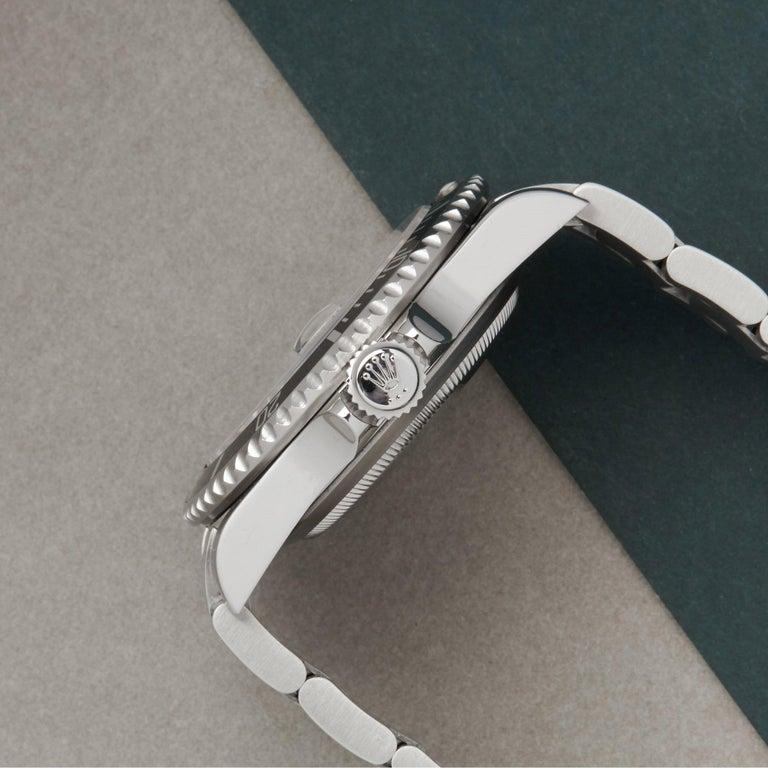 Rolex Submariner Date 16610 Men's Stainless Steel Watch In Excellent Condition For Sale In Bishops Stortford, Hertfordshire