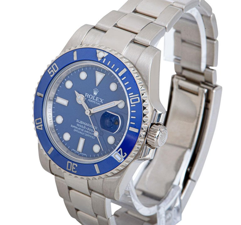 A 40mm 18k White Gold Oyster Perpetual Submariner Date Gents Wristwatch, blue dial with applied hour markers, date at 3 0'clock, an 18k white gold uni-directional rotating bezel with a blue ceramic bezel insert, an 18k white gold oyster bracelet