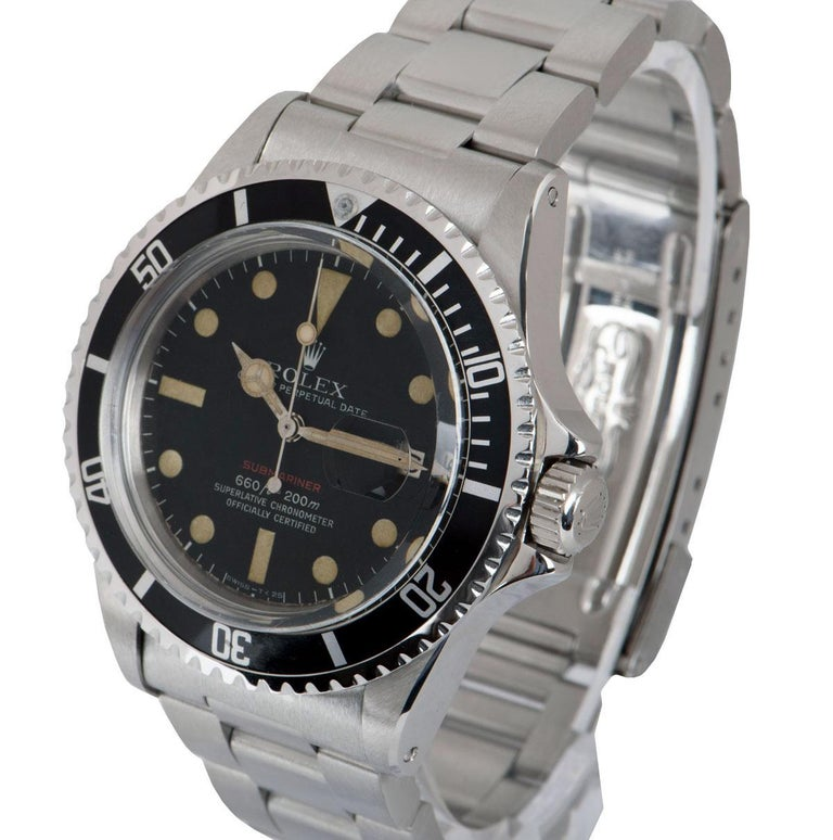 A 40 mm Stainless Steel Oyster Perpetual Submariner Date Red Writing Vintage Gents Wristwatch, Mark V matte black dial with hour markers, date at 3 0'clock, a stainless steel bi-directional rotating bezel with a black bezel insert, a stainless steel