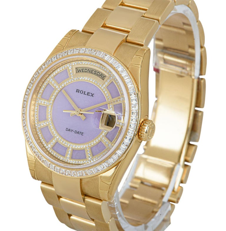 A 36 mm Unworn 18k Yellow Gold Oyster Perpetual Day-Date NOS Gents Wristwatch, pink mother of pearl carousel dial set with applied round brilliant cut diamonds, day at 12 0'clock, date at 3 0'clock, a fixed 18k yellow gold bezel set with 60 baguette