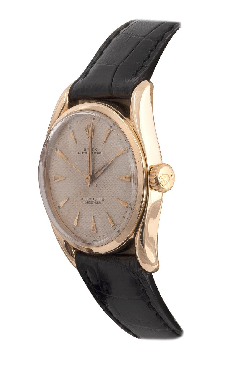Made in 1950ca. Very fine and rare, center seconds, self-winding, waterresistant, 14K yellow gold wristwatch.  Case three body, solid, polished and brushed, screwed-down Super-Oyster crown, lapidated concave lugs. Dial Ivory color honeycomb with