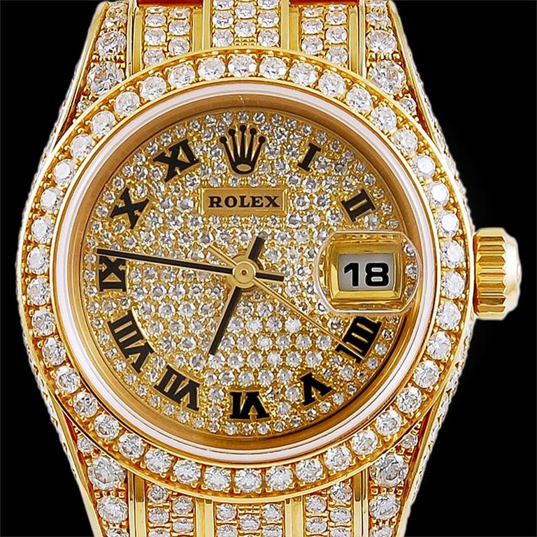 An extravagant watch to complete an evening look, this yellow gold and diamond Rolex Datejust is comprised with a wealth of circular-cut diamonds and 18k gold (European marks), automatic movement, case width 2.7 cm, inner circumference 16.0