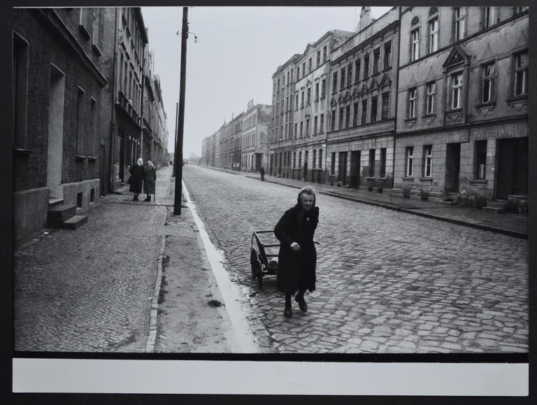 Rolf Gillhausen Black and White Photograph - Elder woman walking down the street with her handcart, 1940s till 1950s.