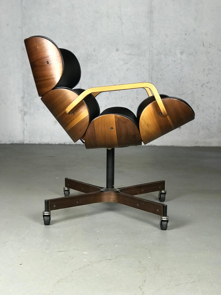 Rolling Segmented Lounge or Desk Chair by George Mulhauser for Plycraft For Sale 6