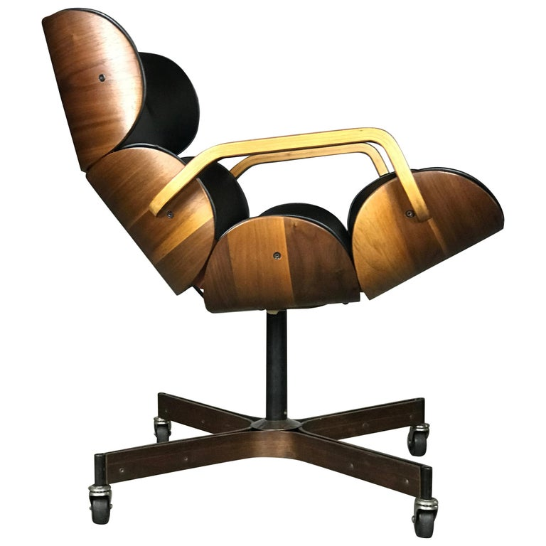 Rolling Segmented Lounge or Desk Chair by George Mulhauser for Plycraft For Sale