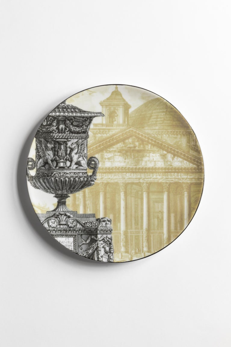 Roma collection is an ode to the magnificence of the eternal city. From the background of the dishes depicting some of the most iconic places in the city - such as the Pantheon and the Colosseum - Stand out images of richly decorated vases. The set