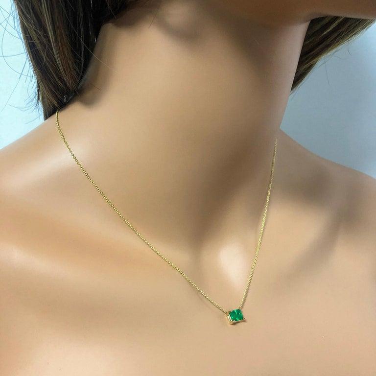 Women's Roman Malakov 1.04 Carat Green Emerald Solitaire Pendant Necklace For Sale