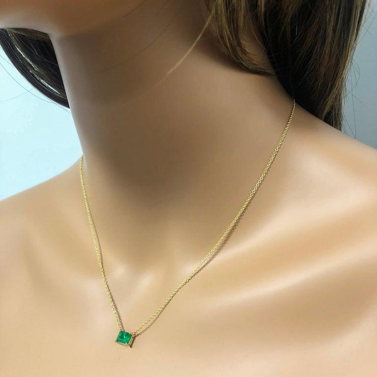 Roman Malakov 1.04 Carat Green Emerald Solitaire Pendant Necklace For Sale 1