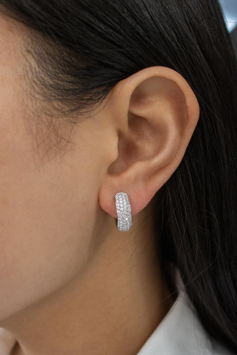 Roman Malakov 1.19 Carat Round Diamond Huggie Hoop Earrings In New Condition For Sale In New York, NY