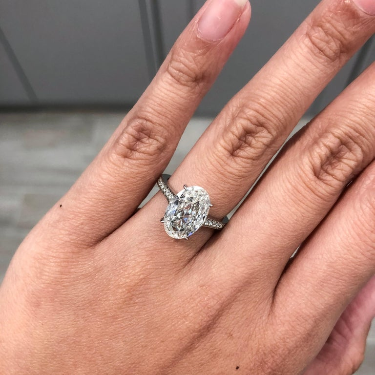 Roman Malakov 3 Carat GIA Certified Oval Cut Diamond Platinum Engagement Ring In New Condition For Sale In New York, NY