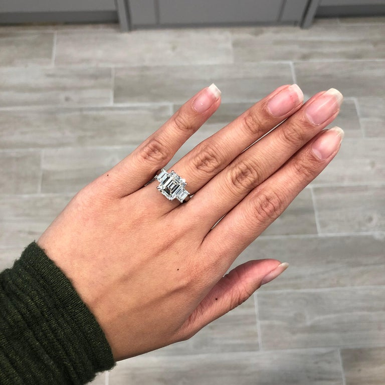 Roman Malakov GIA Certified Emerald Cut Diamond Three-Stone Engagement Ring In New Condition For Sale In New York, NY