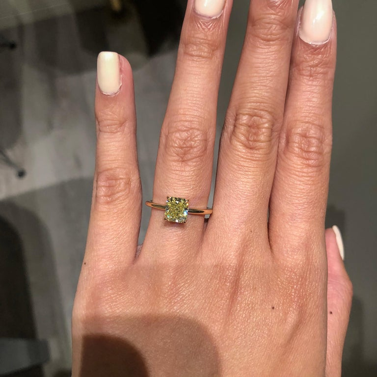 Roman Malakov GIA Certified Intense Yellow Diamond Solitaire Engagement Ring In New Condition For Sale In New York, NY