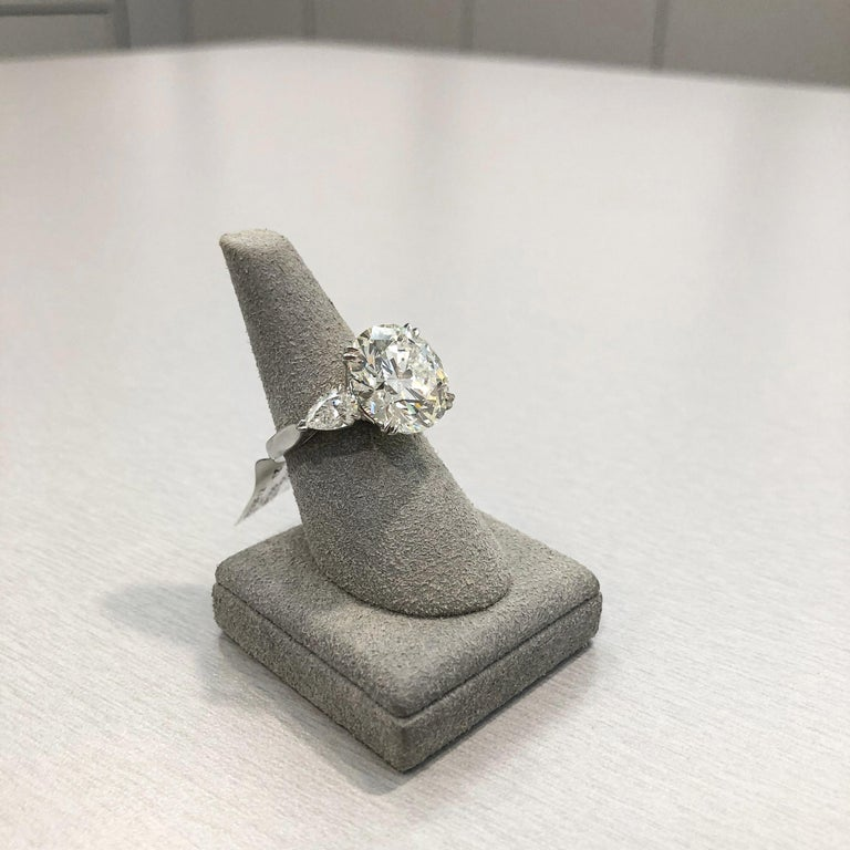 Roman Malakov GIA Certified Round Diamond Three-Stone Engagement Ring In New Condition For Sale In New York, NY