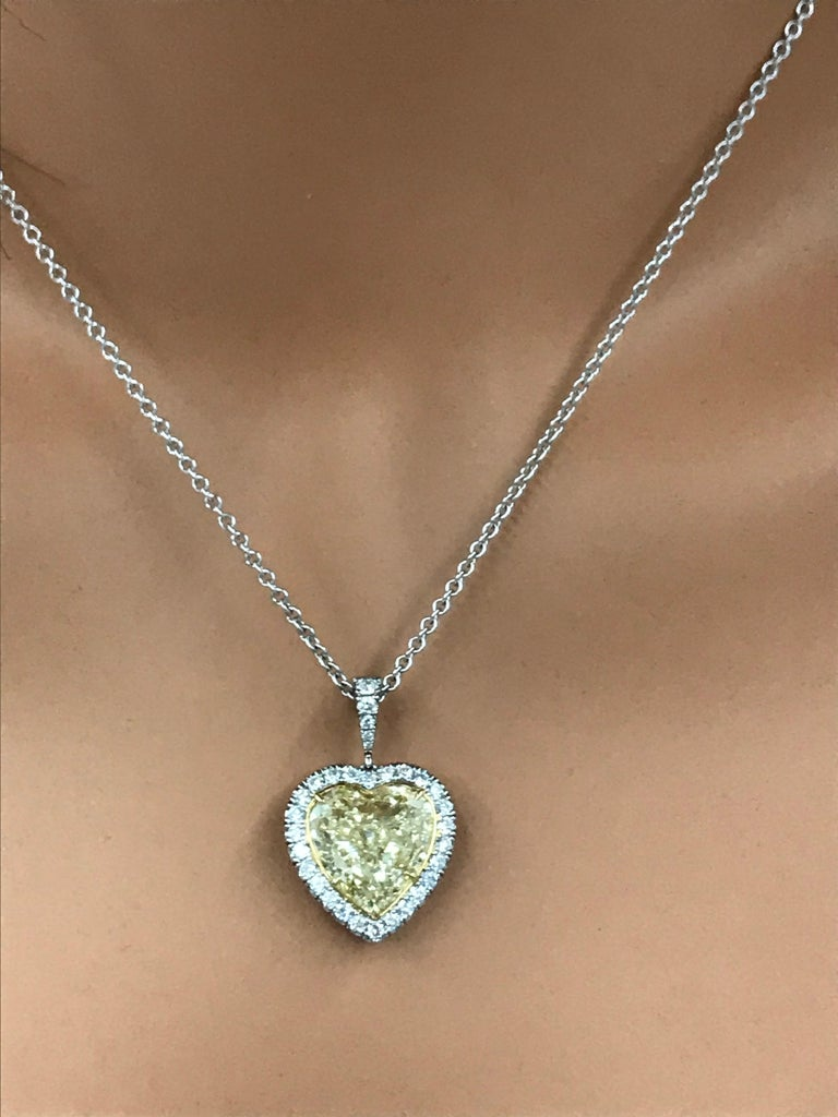 Roman Malakov GIA Certified Yellow Diamond Halo Heart Pendant Necklace In New Condition For Sale In New York, NY