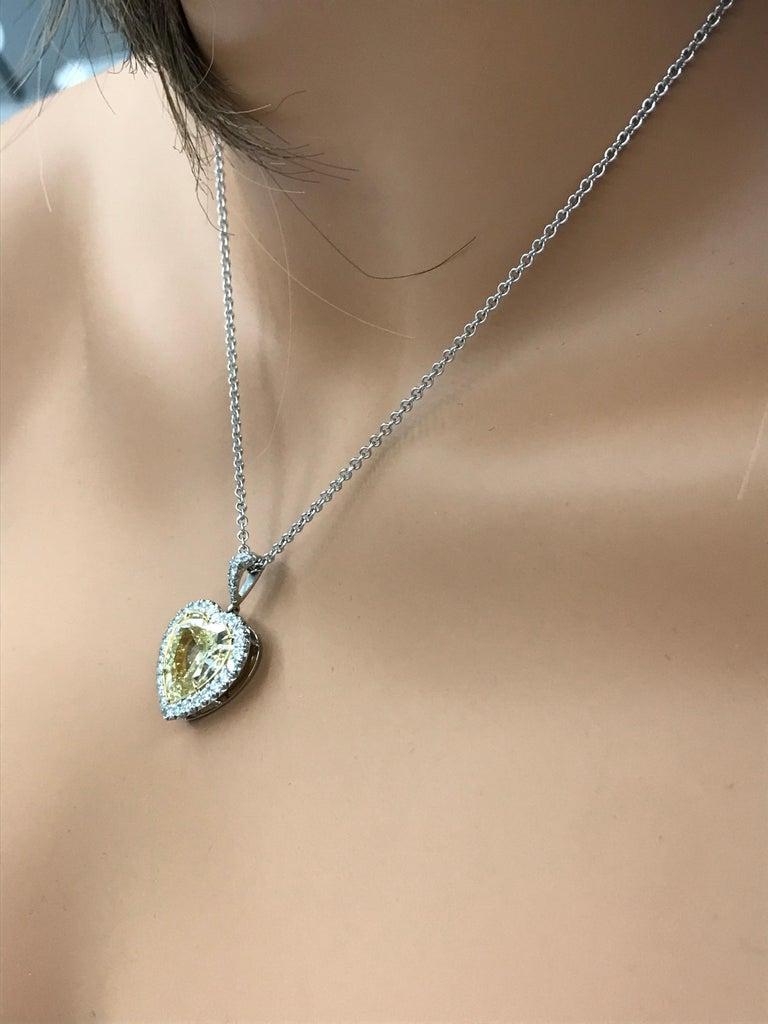Women's Roman Malakov GIA Certified Yellow Diamond Halo Heart Pendant Necklace For Sale
