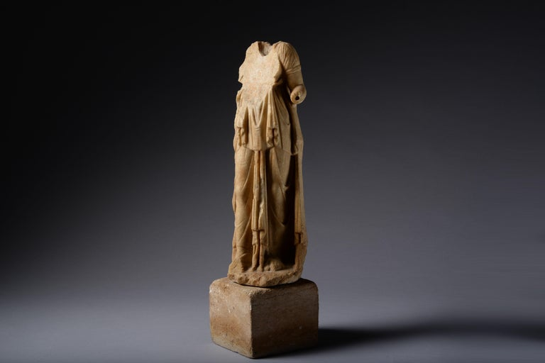Roman Marble Statue of a Draped Woman, 100 AD In Excellent Condition For Sale In London, GB