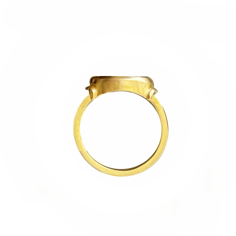 Classical Roman Roman Onyx Intaglio Gold Ring Depicting a Fortune with Horn of Plenty and Rudder For Sale