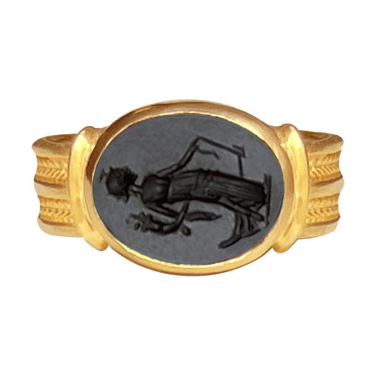 Roman Onyx Intaglio Gold Ring Depicting a Fortune with Horn of Plenty and Rudder For Sale