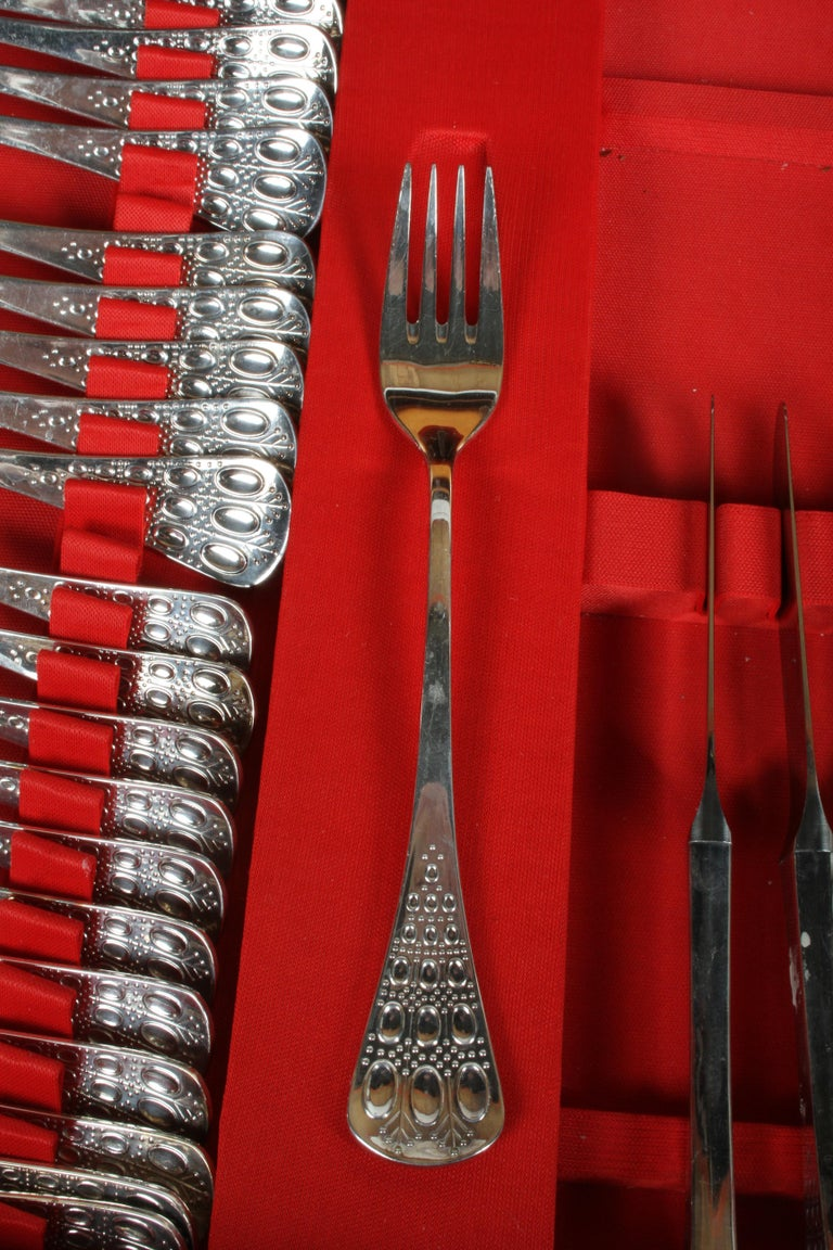 Romance, Bijorn Windblad Rosenthal Silverplate Flatware for 12 with Case 79 Pcs For Sale 10
