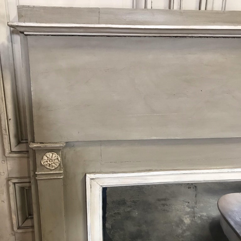 Romantic French Antique Trumeau Mirror in Gray and White For Sale 2