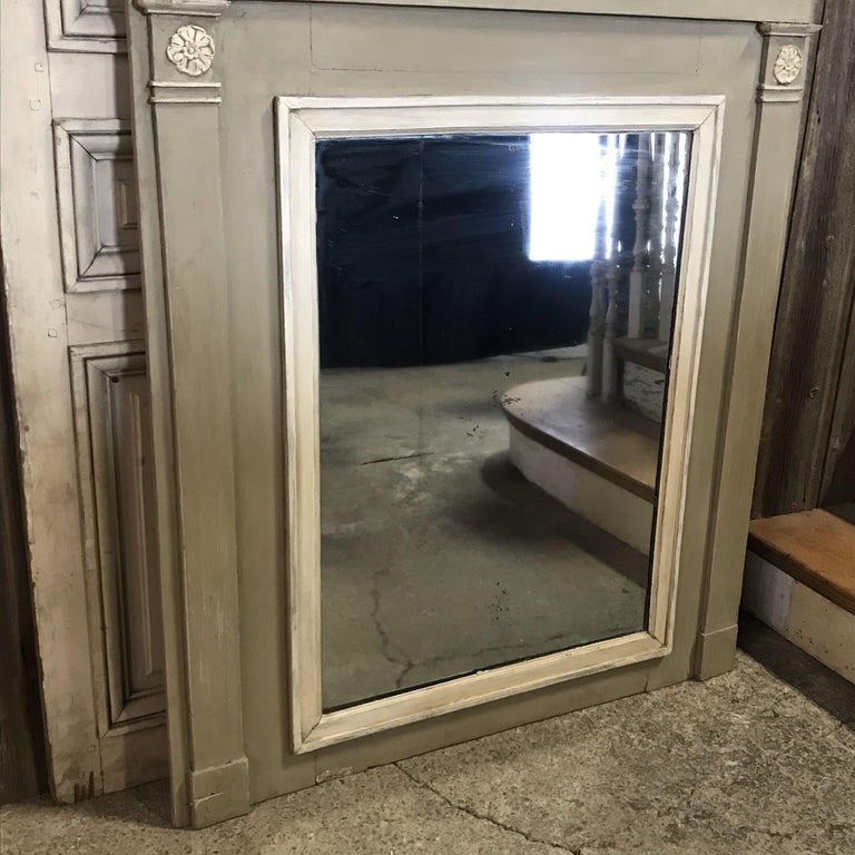 Romantic French Antique Trumeau Mirror in Gray and White For Sale 5