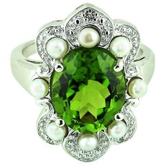 Gemjunky Romantic, Oval Peridot in Sterling Silver Ring