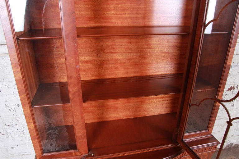 Mid-20th Century Romweber Flame Mahogany Breakfront Display Cabinet or Bookcase, circa 1940s For Sale