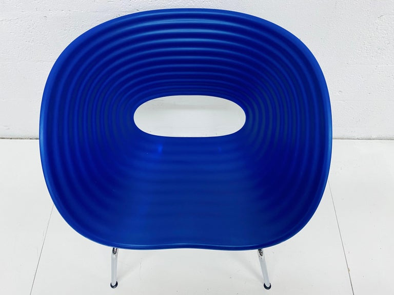 Ron Arad Cobalt Blue Tom Vac Plastic Shell Chair for Vitra In Good Condition For Sale In Miami, FL