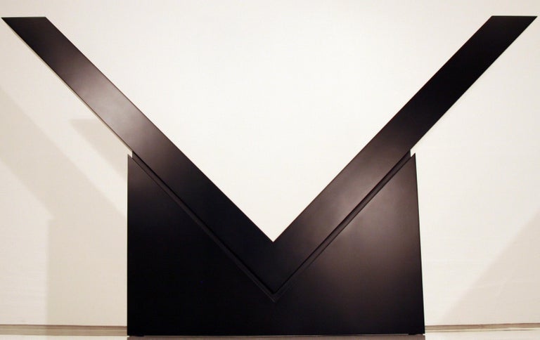 V (Mid-Scale) - Sculpture by Ronald Bladen