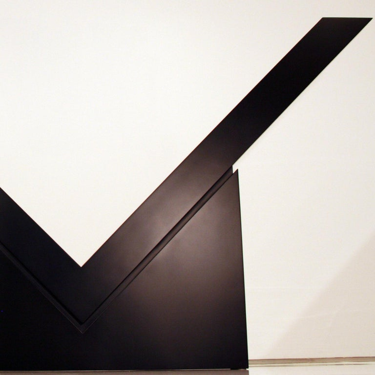 V (Mid-Scale) - Abstract Expressionist Sculpture by Ronald Bladen