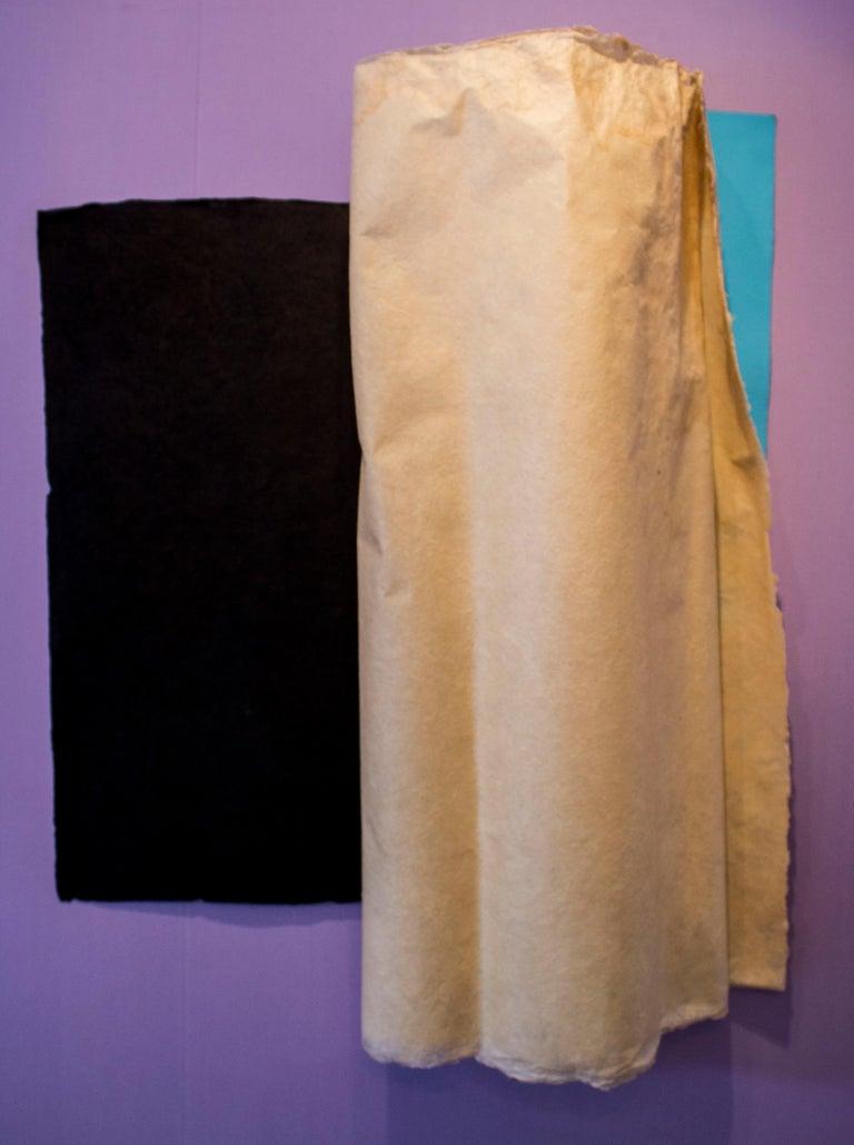 Rosa Brun Abstract Sculpture - Doble giro, con negro y azul