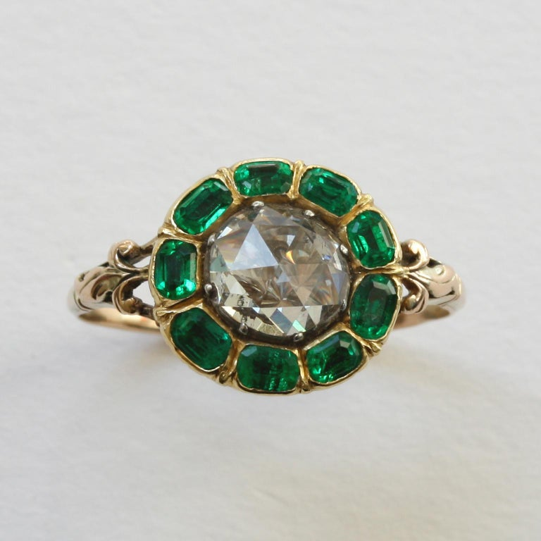18th Century Rose Cut Diamond Emerald Gold  Cluster Ring In Good Condition For Sale In Amsterdam, NL
