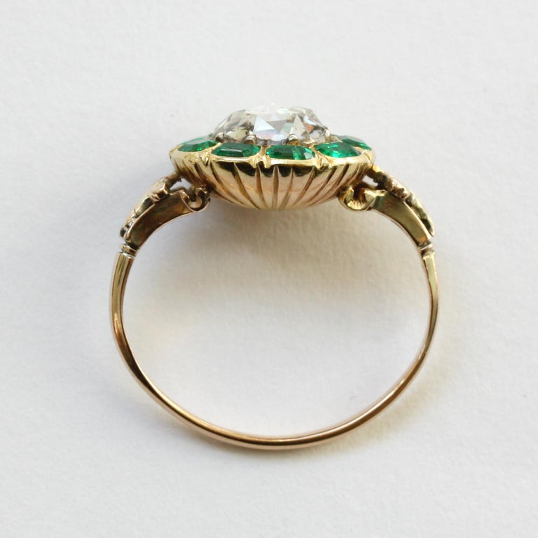 18th Century Rose Cut Diamond Emerald Gold  Cluster Ring For Sale 2