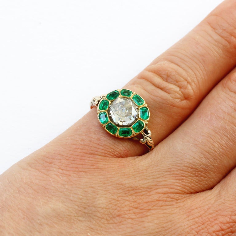 18th Century Rose Cut Diamond Emerald Gold  Cluster Ring For Sale 3