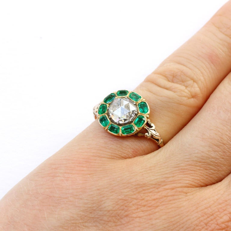 18th Century Rose Cut Diamond Emerald Gold  Cluster Ring For Sale 4