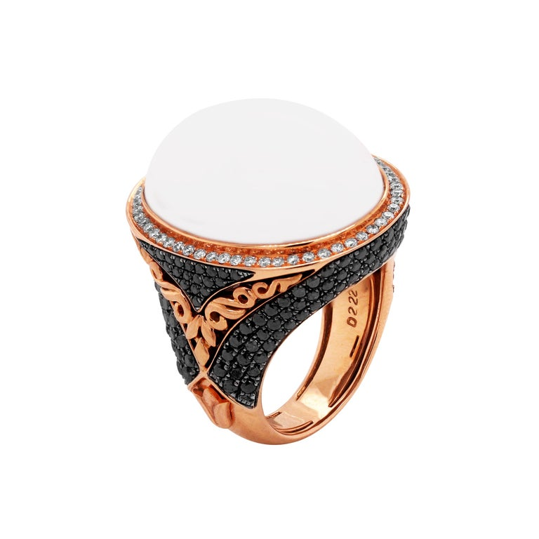 Rose Gold and White Black Diamond Ring with White Agate Center In Excellent Condition For Sale In Boca Raton, FL