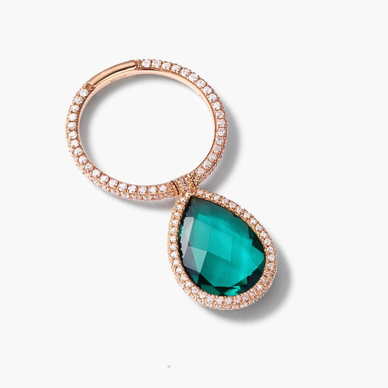 In this iconic Flip ring a large green quartz is surrounded in pavé diamonds and moves fluidly on a pavé diamond band.