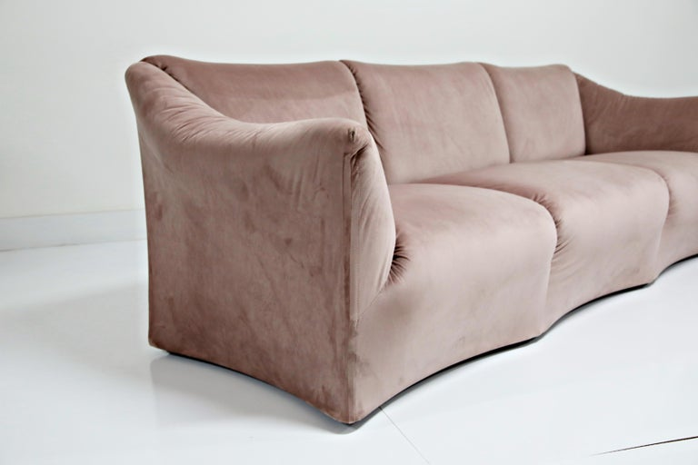 Rose Pink Velvet Tentazione Sofa by Mario Bellini for Cassina, New Upholstery For Sale 4