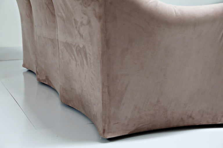 Rose Pink Velvet Tentazione Sofa by Mario Bellini for Cassina, New Upholstery For Sale 7